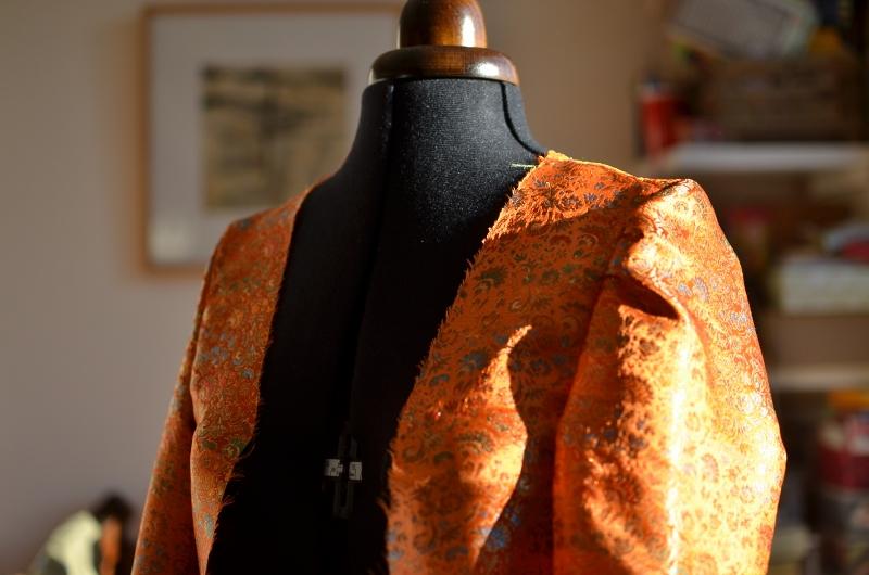 une doublure indienne orange pour relooker ma veste noire