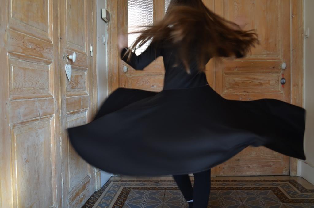 la-petite-robe-noire-qui-tourne