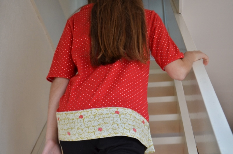 un-tee-shirt-rouge-a-pois