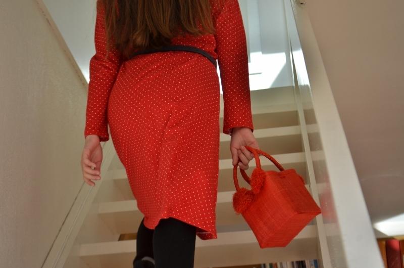 unr-robe-rouge-et-son-panier