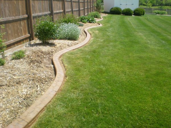 custom lawn edging - 545 care