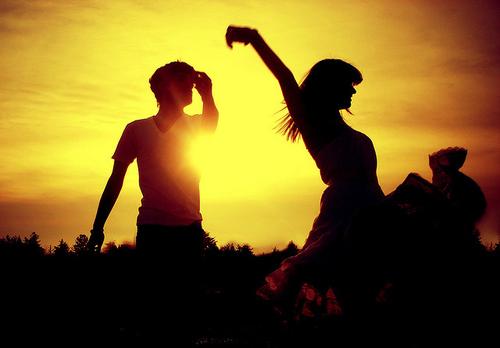 couple-cute-dancing-love-sun-sunset-favim-com-78506-large-jpg