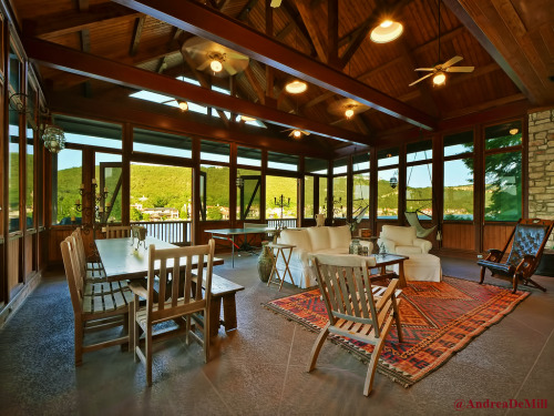 Andrea DeMill Jensen Ackles New Beautiful House In Austin