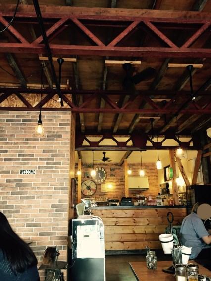 イリヤプラスカフェカスタム倉庫カウンター。ポートランド買い付けた家具類