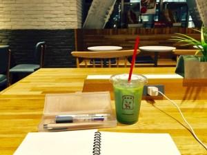 ブランジェ浅野屋錦糸町テルミナ店の大テーブル席とノート
