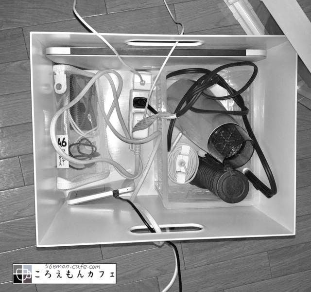 無印良品のファイルボックスにドライヤー、懐中電灯、モバイルバッテリーなど入れた
