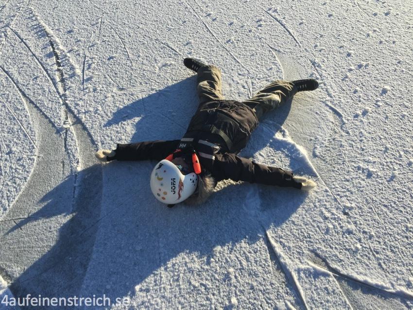 """Auch eine Art, das Eis zu """"prüfen""""!"""