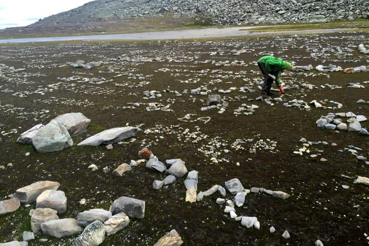 58 Grad Nord - Gipfelbesteigung mit Kind - Helgas - Im Tal der Steine