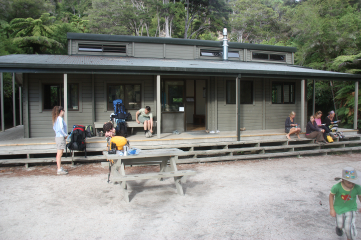 58GradNord Abel Tasman Mit Kindern wandern Bark Bay Hut
