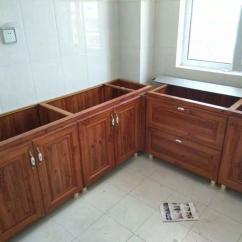 Kitchen Back Splashes Mexican Table 厨房装修橱柜后面要不要装背板 老师傅这样做 邻居纷纷效仿 厨房在家装中是很重要的一部分 在厨房安装橱柜的时候 有很多的细节性问题 值得我们注意 在安装橱柜的时候 是否要安装背板 这是在装修的时候很容易被忽视的一个
