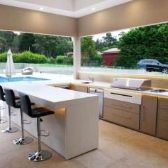 Outdoors Kitchen Wooden Trash Bin For 欧美潮流家居 30种时尚和现代的户外厨房 让你有耳目一新的感觉 白色的户外厨房非常适合一年中大部分时间阳光照射并能够在白色表面反射自己的地方 这对任何游泳池区都是一个很好的补充 或者只是一个简单的娱乐角落 那里供应最好的