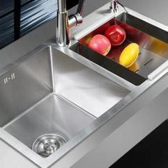 Rustic Kitchen Sink Copper Items 选择厨房水槽材质最关键 都是知识点 只为以后不留遗憾 目前 不锈钢水槽的市场价格相差比较大 价格从数百元至上万元不等 价格的决定因素主要与进口与否 材质选择 施工工艺等有关 一般而言 大多数中高档的不锈钢 水槽