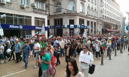 Протестът се събуди с участието на ГЕРБ и РБ