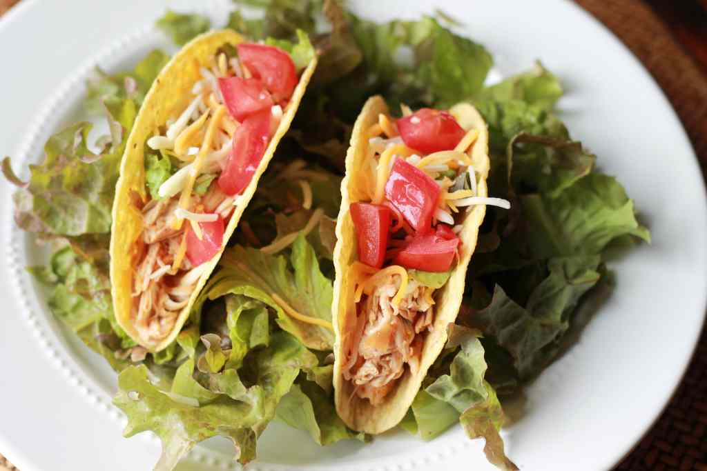 Easy SLOW COOKER Chicken Enchilada Tacos. We LOVE tacos and the slow cooker made these super easy to make.   5dinners1hour.com