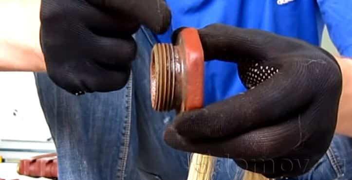Как спустить воздух в старых батареях с заглушками | Как спустить воздух из радиатора отопления