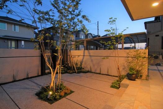 中庭の夜景