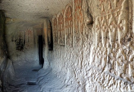 Klasztor Geghard (Geghardavank) Klasztor Włóczni - Piąty Kierunek12