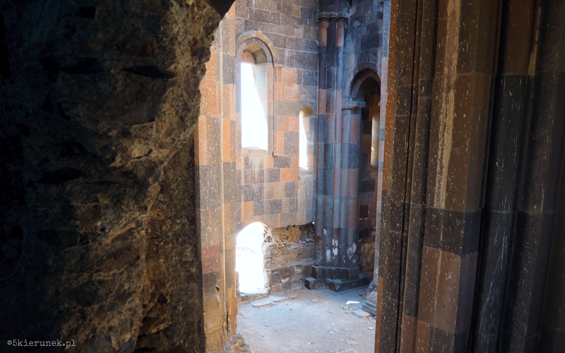 Zwiedzanie ruin miasta Ani - Katedra Matki Bożej - Piąty Kierunek01