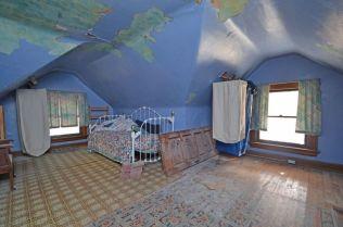Third floor back bedroom