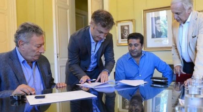 """Fútbol: El Gobierno y la AFA firmaron convenio para transmitir partidos """"gratis"""""""