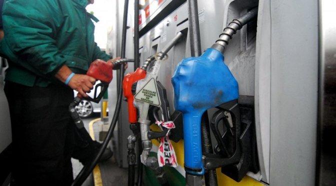 Fuerte ajuste en tarifas de gas, Aysa, y suba del 6% en el precio de los combustibles