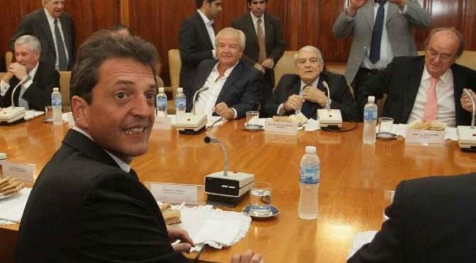 Sergio Massa y Máximo Kirchner dialogaron brevemente en Diputados