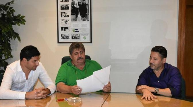 GUSTAVO MENÉNDEZ FIRMÓ UN CONVENIO DE CAPACITACIÓN LABORAL CON SMATA