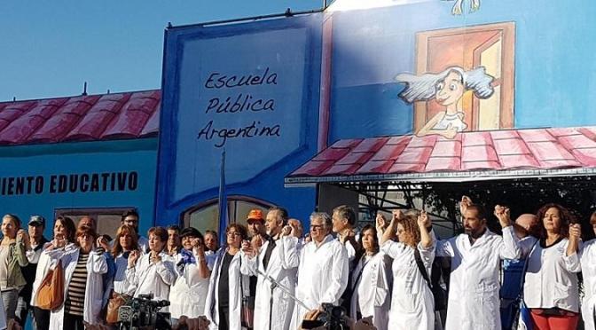 """HAY ESCUELA PÚBLICA ITINERANTE, EL DOCENTE """"ENSEÑA, RESISTE Y SUEÑA"""""""