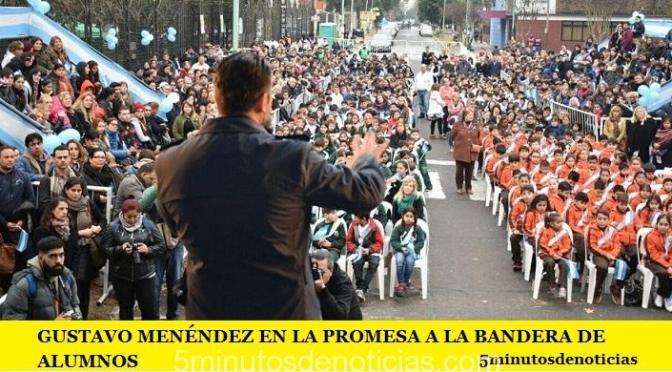 GUSTAVO MENÉNDEZ EN LA PROMESA A LA BANDERA DE ALUMNOS