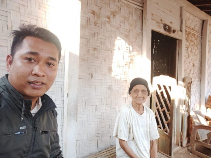 Mbah Rebi Waturoyo Dikunjungi Petugas PKH Margoyoso Pati