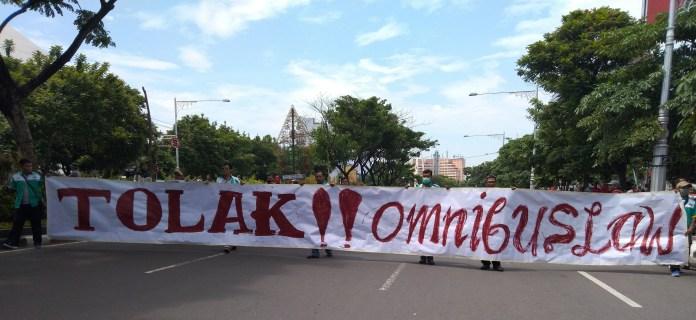 Massa di Semarang Turun ke Jalan Tolak Omnibus Law