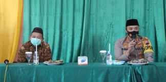 Kapolres Pati AKBP Arie Prasetya Syafa'at bersama Pengasuh Ponpes YPRU Guyangan Drs.KH.M Najib Suyuthi M.Aq