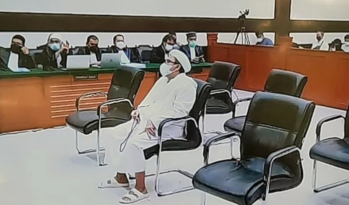Rizieq Shihab saat sidang putusan kasus kerumunan Petamburan di Pengadilan Negeri Jakarta Timur, Kamis (27/5/2021).