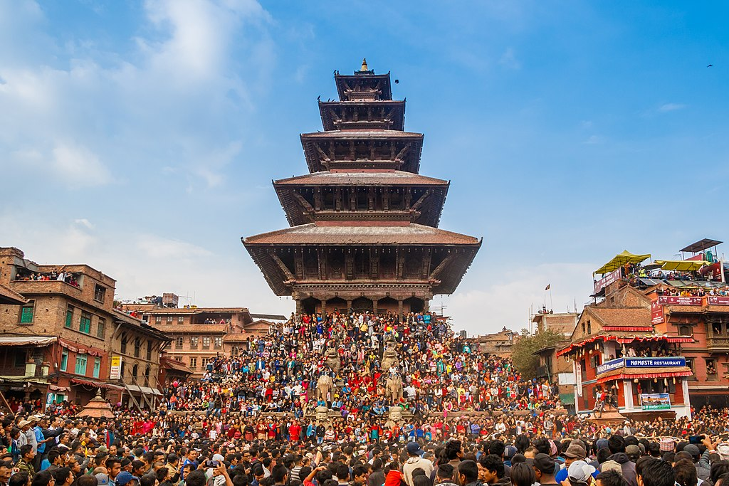 https://commons.wikimedia.org/wiki/File:Bisket_Jatra_festival_2018_at_the_Nyatapola_temple,_Bhaktapur.jpg