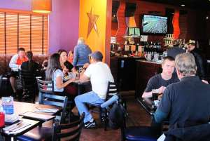 lunch-crowd-taos-1