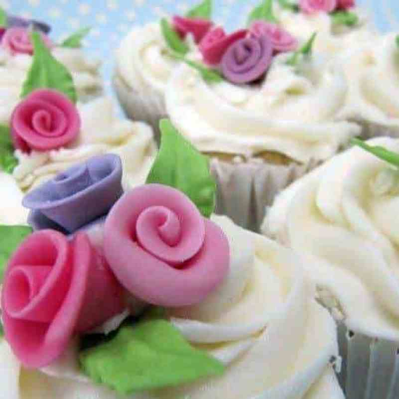 Exquisitely decorated wedding cupcakes 2