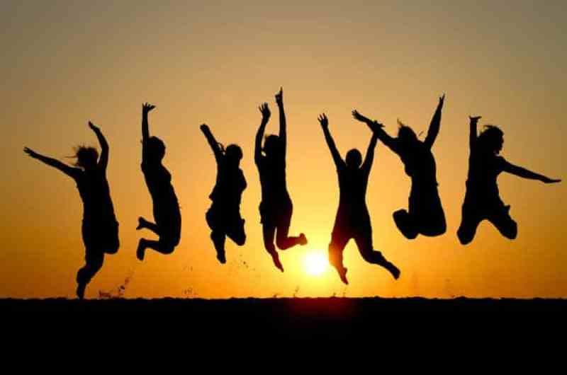 Hen Trends 2013 - group jumping