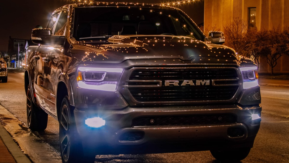 Long Term 2019 Ram 1500 Video One: Uconnect 12 Themes