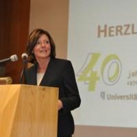 Ministerin Malu Dreyer mahnt an, dass Gleichberechtigung noch lange nicht erreicht ist - 5VIER