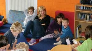 Kinder und Betreuer in der Kita