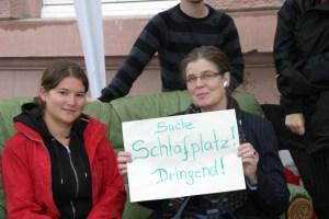 Sozialdezernentin Angelika Birk sucht zusammen mit dem AStA Schlaplätze