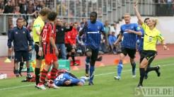 20110730 Eintracht Trier - St. Pauli, DFB Pokal, Karikari, Faul, Foto: Anna Lena Bauer - 5VIER