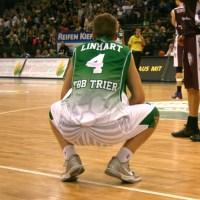 Was nun, Herr Linhart? Trier rutscht durch die fünfte Niederlage in Serie tief in den Abstiegskampf. Archiv-Foto: Thewalt