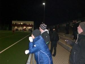 Die Fans trotzen der Kälte. Foto: Stephen Weber