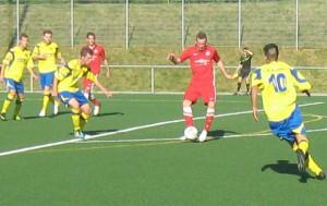 Patrik Kasel nimmt den Ball mit dem Rücken zum Tor an