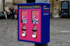 Der City Campus  Wissensautomat  auf dem Domfreihof - 5VIER