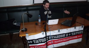 Jonas Gabler Vortrag Tatort Stadion. Foto: Fanprojekt - 5VIER