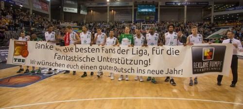Zum Jahresabschluss bedankte sich das Team bei den Fans. Foto: Thewalt