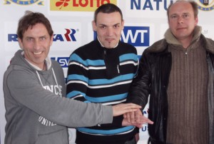 U17-Coach Raphael Laghnej (Mitte) erwartet ein enges Finale gegen Mayen.