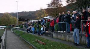 Hoffen auf den 3. Heimsieg in Folge- die Zuschauer des SV Mehring ( Foto: archiv 5vier